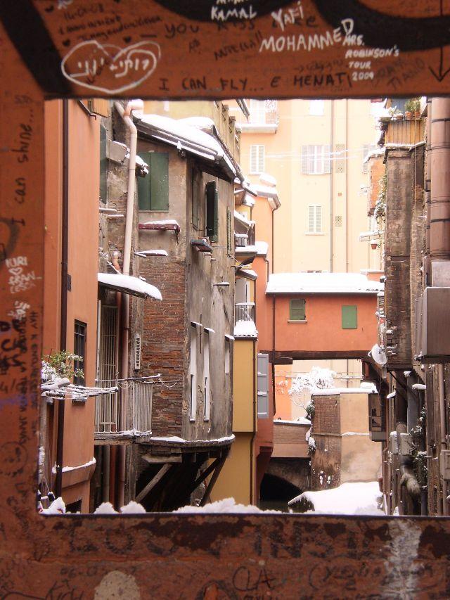 Restauro finestrella di via piella comunicati stampa rete civica iperbole - Bologna finestra sul canale ...