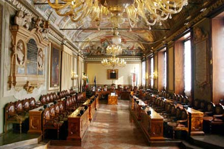Sala del consiglio consiglio comunale rete civica iperbole for Senato centralino