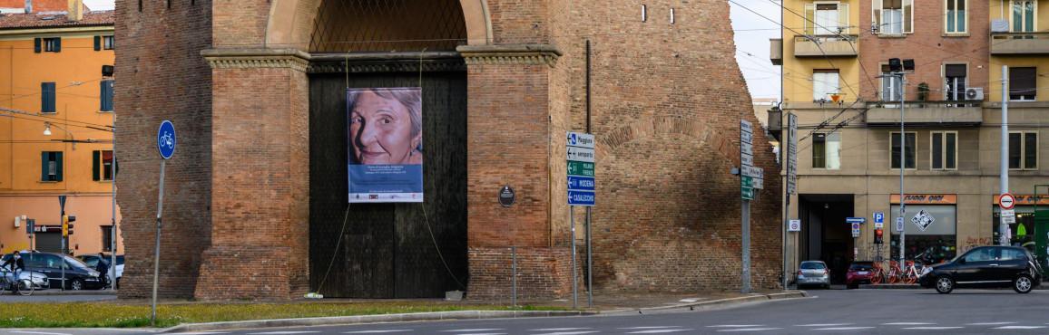 Installazione di 12 ritratti di staffette e partigiani alle 12 Porte