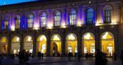 Palazzo del Podestà illuminato di blu