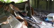 operai puliscono sotto il ponte