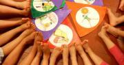 piedi bambini attività yoga scuole d'infanzia aperte a luglio