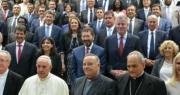 Foto di gruppo sindaci con Papa Francesco