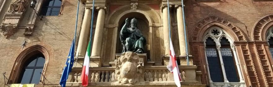 Bandiere a mezz'asta Palazzo d'Accursio