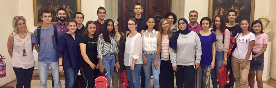 foto di gruppo ragazzi e assessore Pillati per il progetto città volontaria 2019