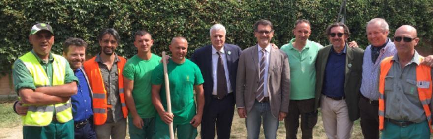 Il Ministro Galletti, il Sindaco Merola e il presidente del Quartiere Navile Ara alla piantumazione degli alberi al Parco della Zucca in occasione del G7 Ambiente
