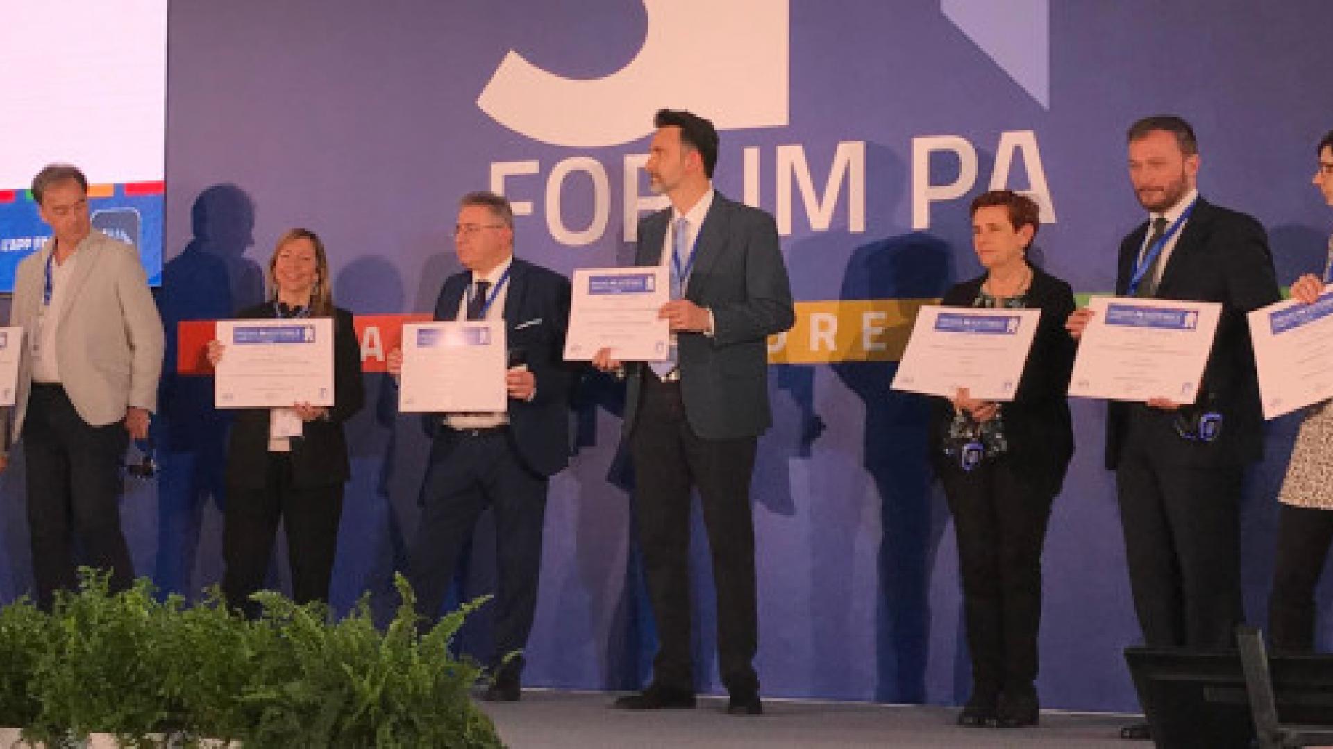 Bologna premiata al Forum PA per progetti innovativi su educazione e welfare digitale, foto di gruppo