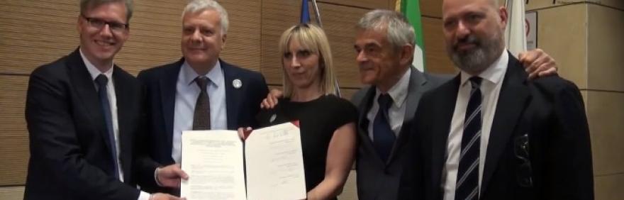 fotografia della sottoscrizione dell'accordo di programma