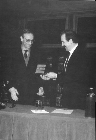 Consegna dell'Archiginnasio d'Oro 1990 ad Ezio Raimondi, 26 gennaio 1991.