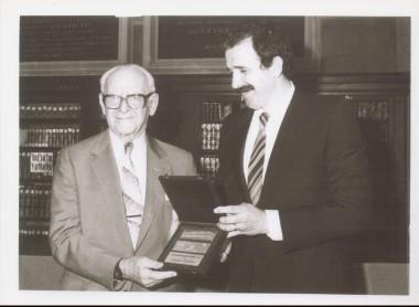 Armand Hammer riceve l'Archiginnasio d'oro