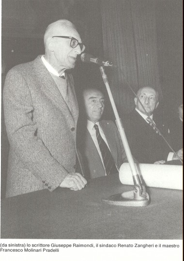 Lo scrittore  Giuseppe Raimondi e il maestro Francesco Molinari Pradelli  durante la consegna dell'Archiginnasio d'oro